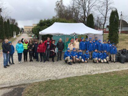 24 апреля 2021 г. на территории Городского сада прошел семейный экосубботник «Чистый город». Несмотря на ненастную погоду, праздник состоялся!